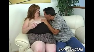 Guy and his fat girlfriend are having nice oral stimulation fun on cam
