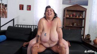 SCAMBISTI MATURI – Italian BBW newbie fucked by younger dude got cum on pussy