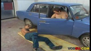 VODEU – Chubby granny fucks the mechanic